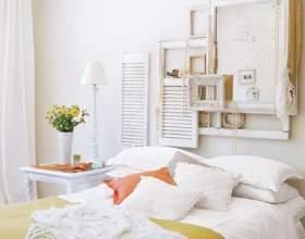 Білі спальні з яскравими акцентами фото