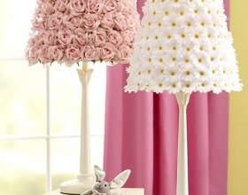 Декор лампи штучними квітами фото