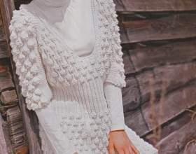 Симпатичне плаття з шишечками - в`язання спицями фото