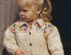 Жакет спицями з вишивкою для малюка фото